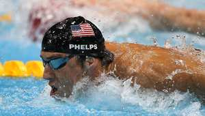 الأمريكي فيلبس الأكثر تتويجاً بالذهب يعود لمنافسات السباحة
