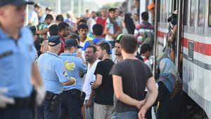 """قطار مهاجرين يفجر """"أزمة حدودية"""" بين المجر وكرواتيا"""