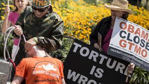 محكمة أمريكية تأمر بوقف التغذية القسرية لسجين سوري بغوانتانامو وتصادر تسجيلات نقله