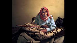 من بين ملايين السوريين الذين فروا من الحرب الأهلية في بلادهم، تبرز قلة مختارة مِن مَن بدا عليهم النضال واجبروا على العيش في الخارج في السنوات الأخيرة من حياتهم طي النسيان حيث لا يوجد بلد للمسنين من الرجال والنساء.
