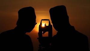 بلدان المغرب وعمان وإيران تخرج عن إجماع رصد الهلال وتعلن الثلاثاء بداية رمضان