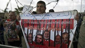 """مصر.. النيابة تبدأ مرافعتها بقضية """"الاتحادية"""" وسط جدل حول أسباب """"غياب"""" مرسي"""