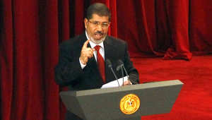 """جامعة مصرية تنهي خدمة مرسي """"نهائياً"""" بعد الحكم بسجنه في قضية """"الاتحادية"""""""