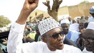 """جنرال سابق شعاره """"المكنسة"""" ولا يريد """"أسلمة البلاد"""" وزوج ابنته لمسيحي.. من هو رئيس نيجيريا الجديد محمدو بخاري؟"""