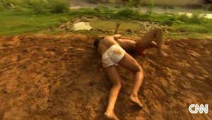 """""""آسولا-فاتحبور بيري""""... بلدة مفتولي العضلات في الهند تخرّج أجيالا من حراس الملاهي"""