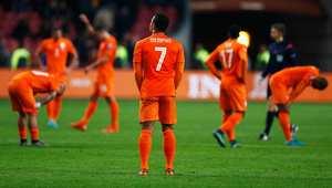 كيف انتقل المنتخب الهولندي من تحقيق الأمجاد إلى الخروج مذلولًا من تصفيات يورو 2016