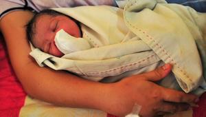 أنقذ عون حماية مدنية، سيدة تونسية ومولودها، بعدما داهمها مخاض الولادة وهي في سيارة أجرة