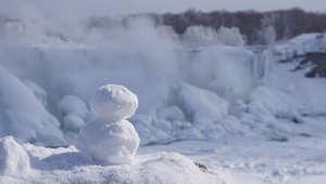 الثلوج غطت منطقة الشلالات