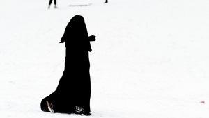 شيوخ مغاربة يرفضون قرار منع تجارة البرقع.. والفزازي يرّحب به