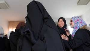 إقليم سويسري يمنع ارتداء البرقع.. ويفرض غرامات ثقيلة على من يخرقن القانون