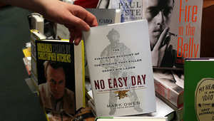 """نسخة من كتاب """"يوم ليس بالسهل"""" الذي يتحدث عن عملية قتل بن لادن"""