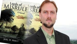 روائي أمريكي: لا يولد الناس متطرفين بل يصبحون كذلك بسبب تقلبات الحياة