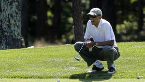 الرئيس الأمريكي باراك أوباما يلعب الغولف