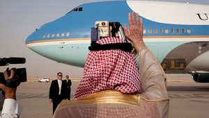 صورة من الأرشيف لأوباما مغادرا الرياض بعد زيارته عام 2009