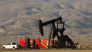 سعر النفط يهوي لأقل من 42 دولاراً بأدنى مستوى منذ 6 سنوات