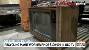 شاهد ماذا وجد هذا العامل داخل جهاز تلفاز قديم