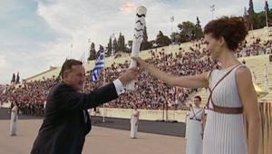 تسليم الشعلة الأولمبية إلى البرازيل بعد نهاية جولتها باليونان