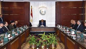السيسي يطالب مسؤوليه بتعزيز الأمن وتوفير السلع الغذائية