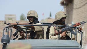 صورة أرشيفية لعدد من قوات الأمن الباكستانية تجوب أحد شوارع إقليم وزيرستان