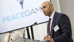 سفير الإمارات بأمريكا: قطر تستثمر بالغرب وتموّل بالأرباح القاعدة والإخوان