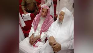 جدل حول صورة للقرضاوي ومفتي السعودية.. ودعوة مسلمي الغرب لاحترام القانون