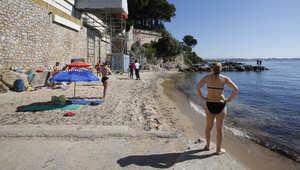 شاطئ ميراندول الفرنسي يفتح أبوابه أمام السياح