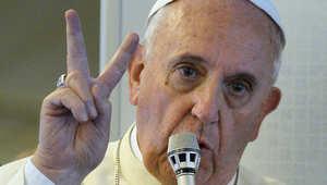 البابا فرانسيس خلال لقائه صحفيين بعد عودته من كوريا الجنوبية