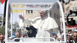 البابا فرانسيس يحيي الجموع في بيت لحم