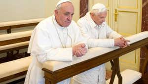 هل نشهد حربا كروية مقدسة بين البابا الأرجنتيني والبابا الألماني؟