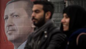 أنقرة تمنع عودة سفير هولندا من إجازته وتهاجم صحيفة سويسرية هاجمت أردوغان بالتركي