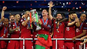 بالصور: رونالدو يمسح أحزان الماضي بلقب يورو 2016