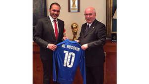 الأمير علي بن الحسين ورئيس الاتحاد الإيطالي لكرة القدم