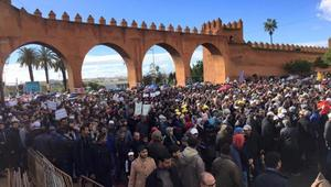 """آلاف المحتجين في الرباط ضد """"الإجهاز"""" على حقوق نساء ورجال التعليم"""