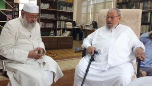 """القرضاوي يدعو لمواجهة حفتر ويشن هجوما لاذعا على """"الجنرال"""" علي جمعة"""