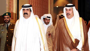 الشيخ حمد بن خليفة آل ثاني، الأمير السابق لقطر، ووزير خارجيته السابق الشيخ حمد بن جاسم آل ثاني
