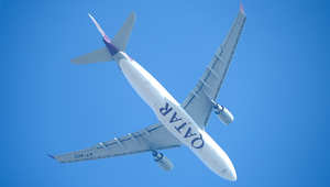"""إنزال طائرة ركاب قطرية بمطار مانشستر للاشتباه بـ""""جهاز غريب"""" على متنها"""