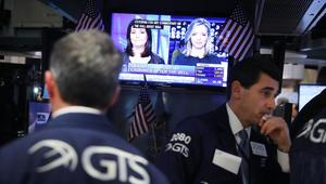 تراجع حاد في بورصات أمريكا والعالم وخسائر للدولار مع أنباء تقدم ترامب