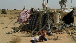 سوري على حدود المغرب والجزائر: لا زلنا في مكاننا.. ولولا السكان لمِتنا جوعا