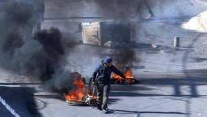 استمرت درجة التوتر في تونس مساء اليوم الخميس، وقام محتجون بإحراق