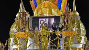 ماذا يفعل رونالدو مع حسناوات كرنفال ريو البرازيلي؟