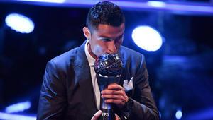 """رونالدو يحصد جائزة """"The Best"""" للمرة الثانية على التوالي.. وزيدان أفضل مدرب في العالم"""