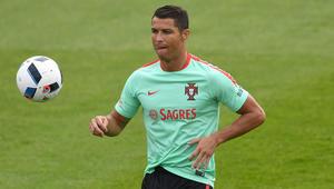 اللاعب الأعلى دخلا في العالم يقود البرتغال أمام آيسلندا