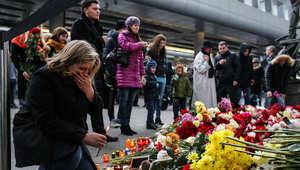 """سلسلة بشرية تشكل كلمة """"Mom"""" تضامناً مع أطفال الضحايا"""