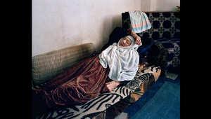 سعدة، 100 سنة، في بيتها هي وابنها في وادي البقاع بلبنان. وهي تفتقد حريتها ومنزلها في سوريا.