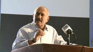 علي عبدالله صالح يرد على تقارير امتلاكه 60 مليار دولار