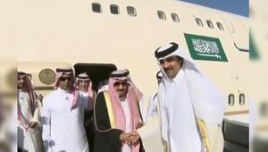 """الملك سلمان يشكر الإمارات على """"حفاوة الاستقبال"""".. ويصل قطر في ثاني محطة بجولته الخليجية"""