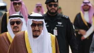 شخصيات مغربية في استقبال العاهل السعودي بمطار طنجة