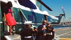 صورة لأوباما وهو يؤدي التحية العسكرية ممسكا بكوب القهوة