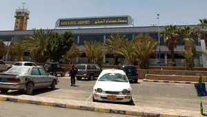بالصور.. الآلاف يبحثون عن مفر تحت وطأة القصف عبر مطار صنعاء
