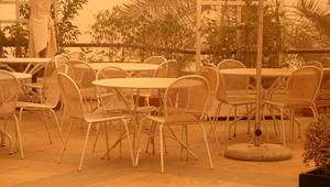جلسات المطاعم الخارجية في دبي تخلو من زوارها